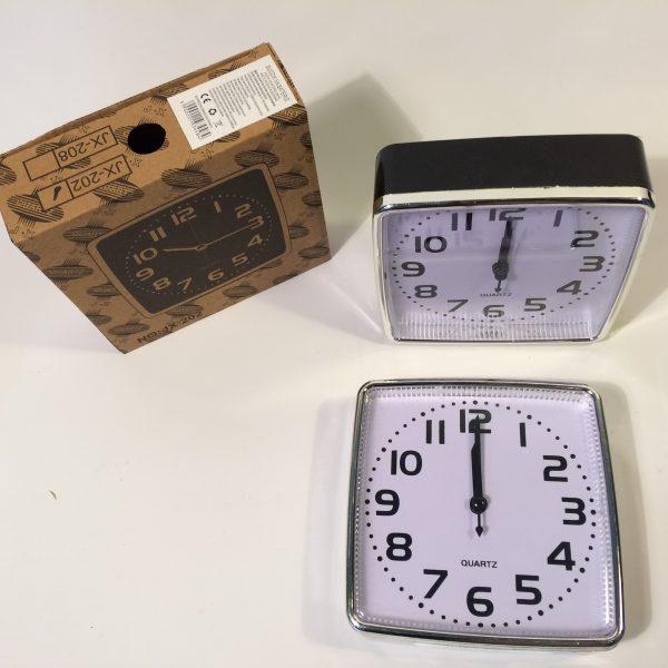 Zegar budzik kwadrat w dwóch kolorach